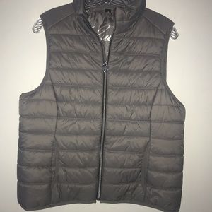 Guess gray puffer sleeveless jacket